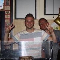 DJ Rouluz tijdens optreden DJ op de plaats
